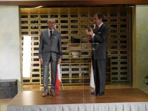 Le Professeur Teruhisa Komatsu élevé au grade d'officier du Mérite par Monsieur l'Ambassadeur de France au Japon.